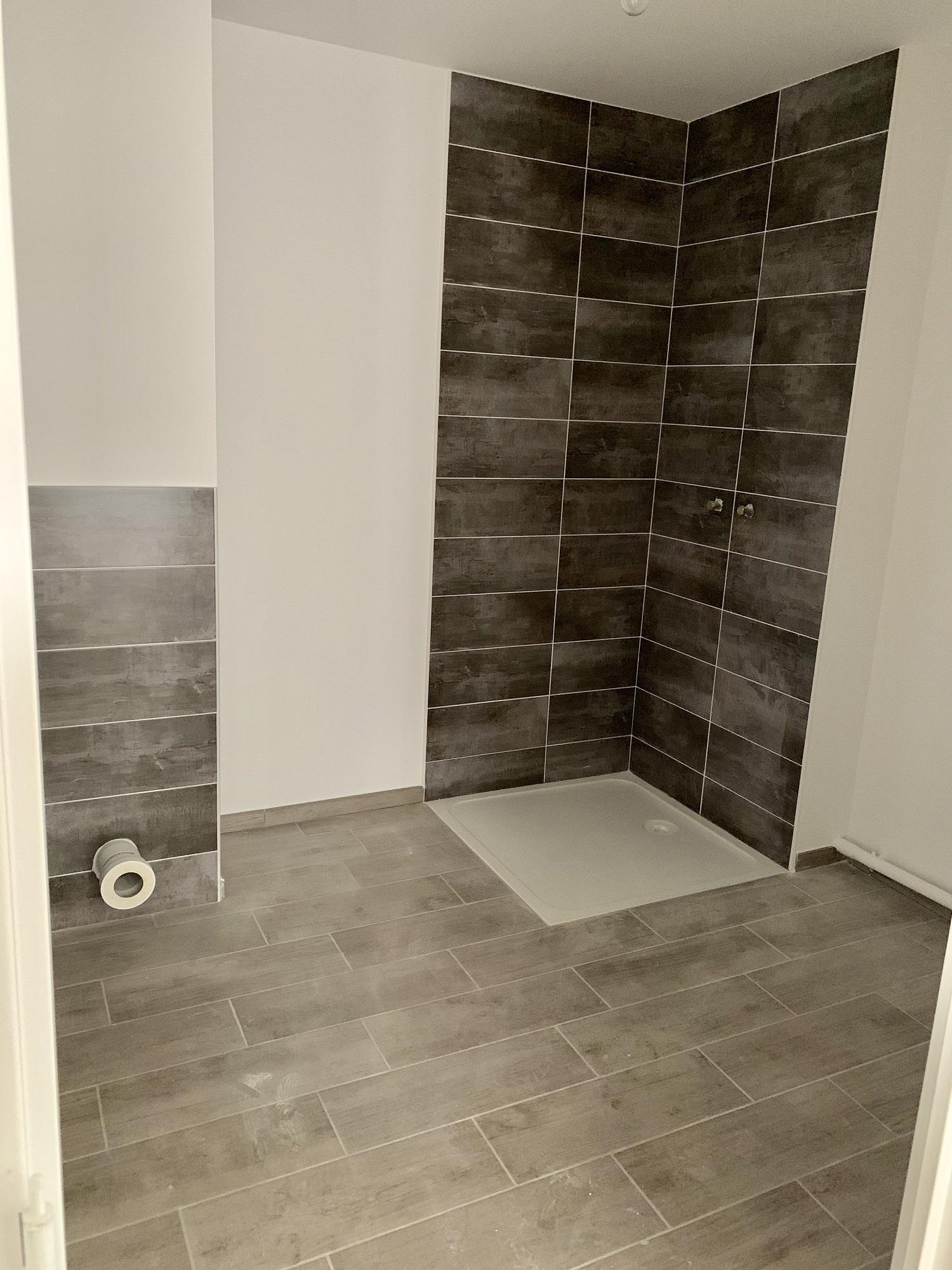 22-02-2019-Réalisation-de-la-salle-de-bains-en-cours-logement-témoin